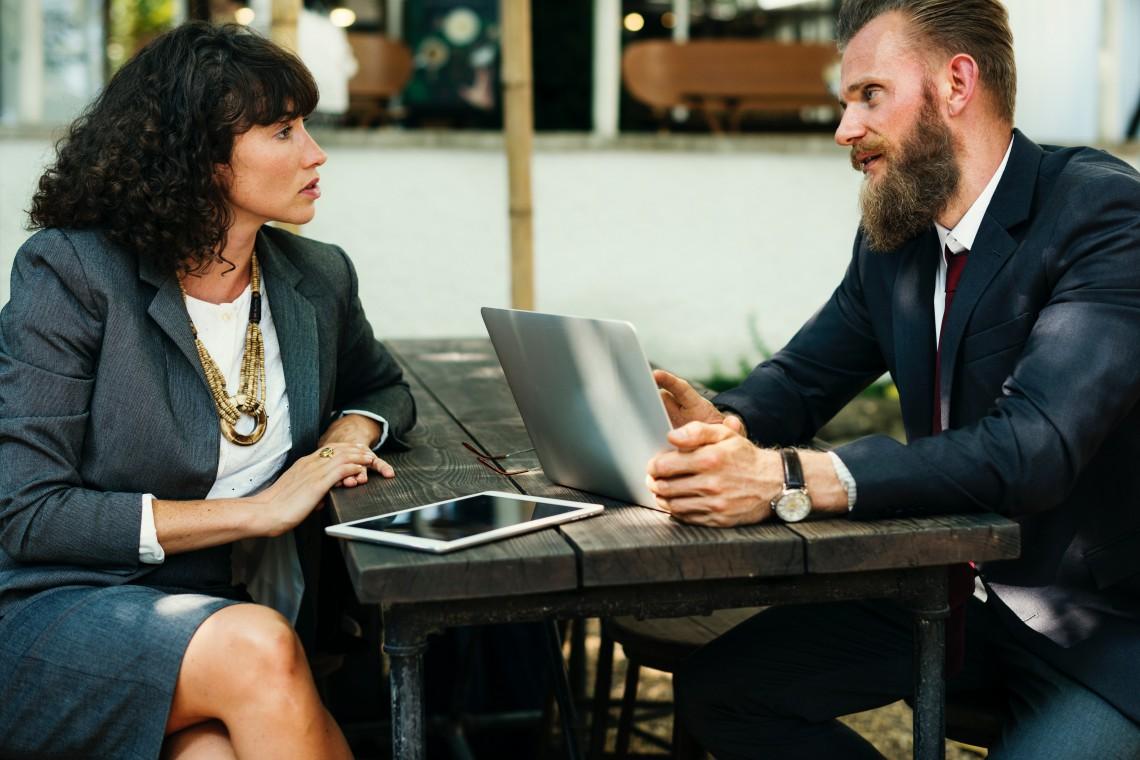 Undvik vanliga misstag vid VD-rekryteringen med ett VD-avtal